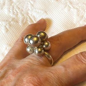 Stunning balls solid sterling silver ring 8.25
